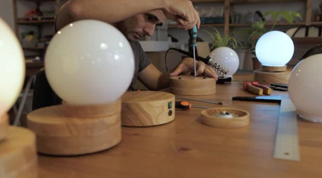 Lightest: A levitating lamp which floats and has no cables
