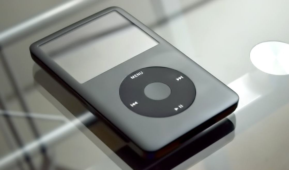 iPod nano and shuffle discontinued, iPod Touch 32GB and 128GB to stay